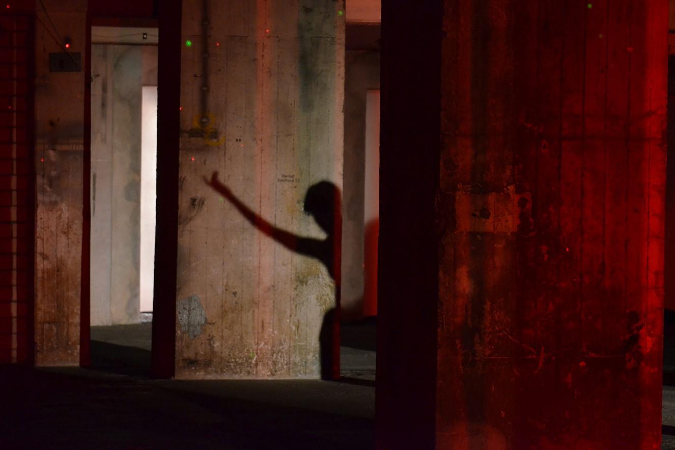 Tangente Red Shadow - Dancer Verena Wilhelm  Fine Art Print metallic on Aludibond  40x60 cm, 2019