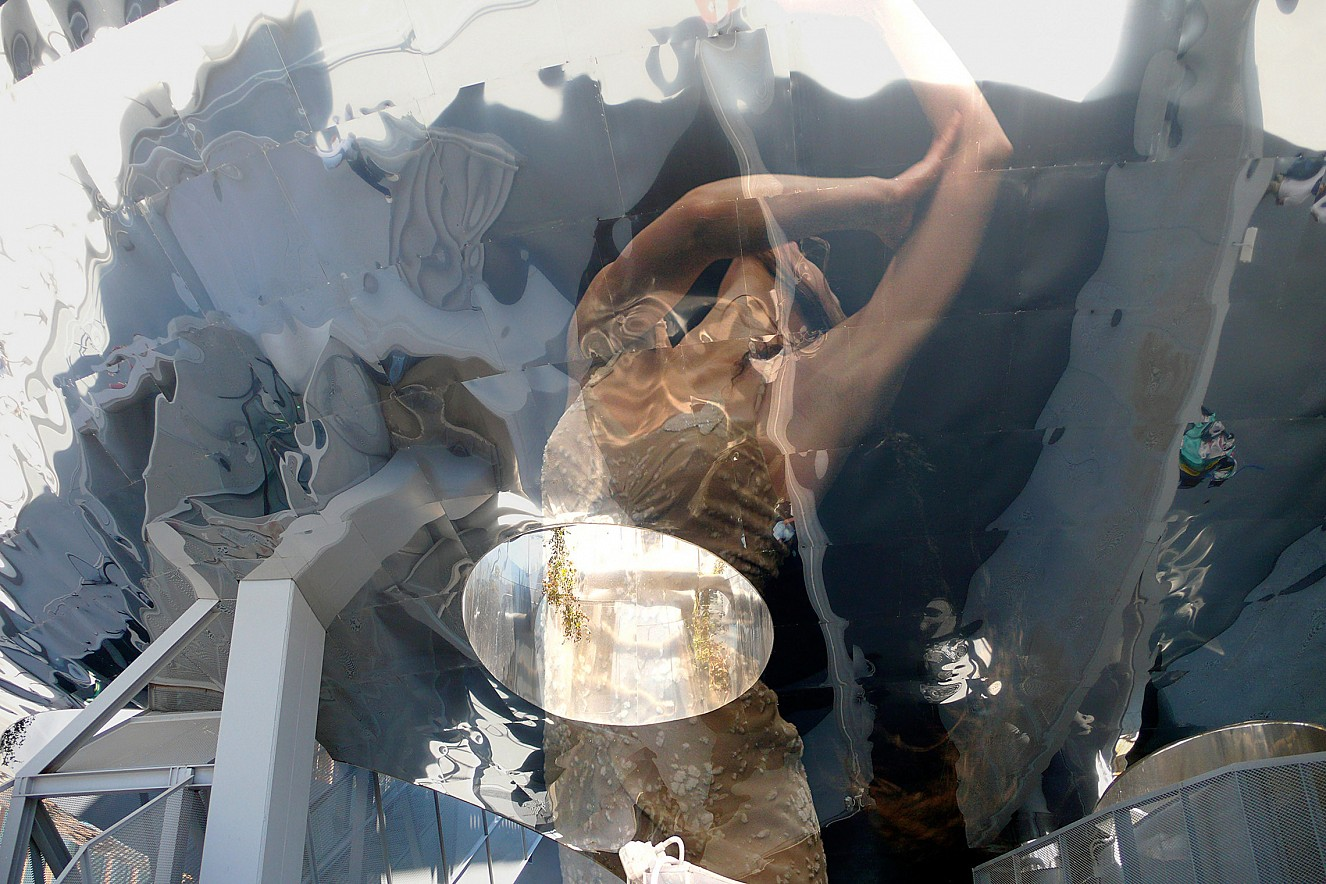 Reflection Up  Fine Art Print metallic on Aludibond  90x130 cm, 2010/2019