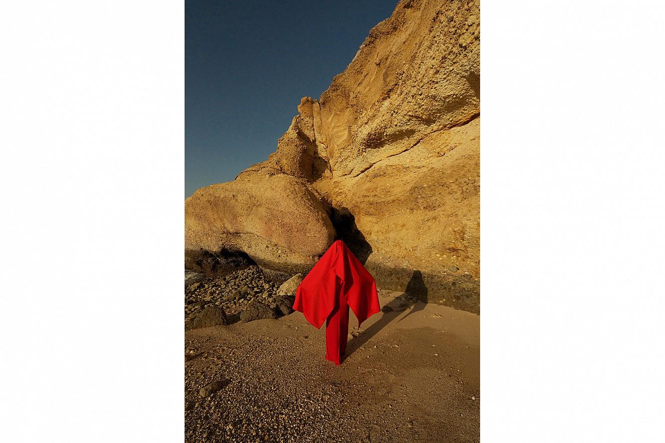 W_oman Desert Red II  Chromira pearl on Aludibond  60x40 cm, 2011/2019