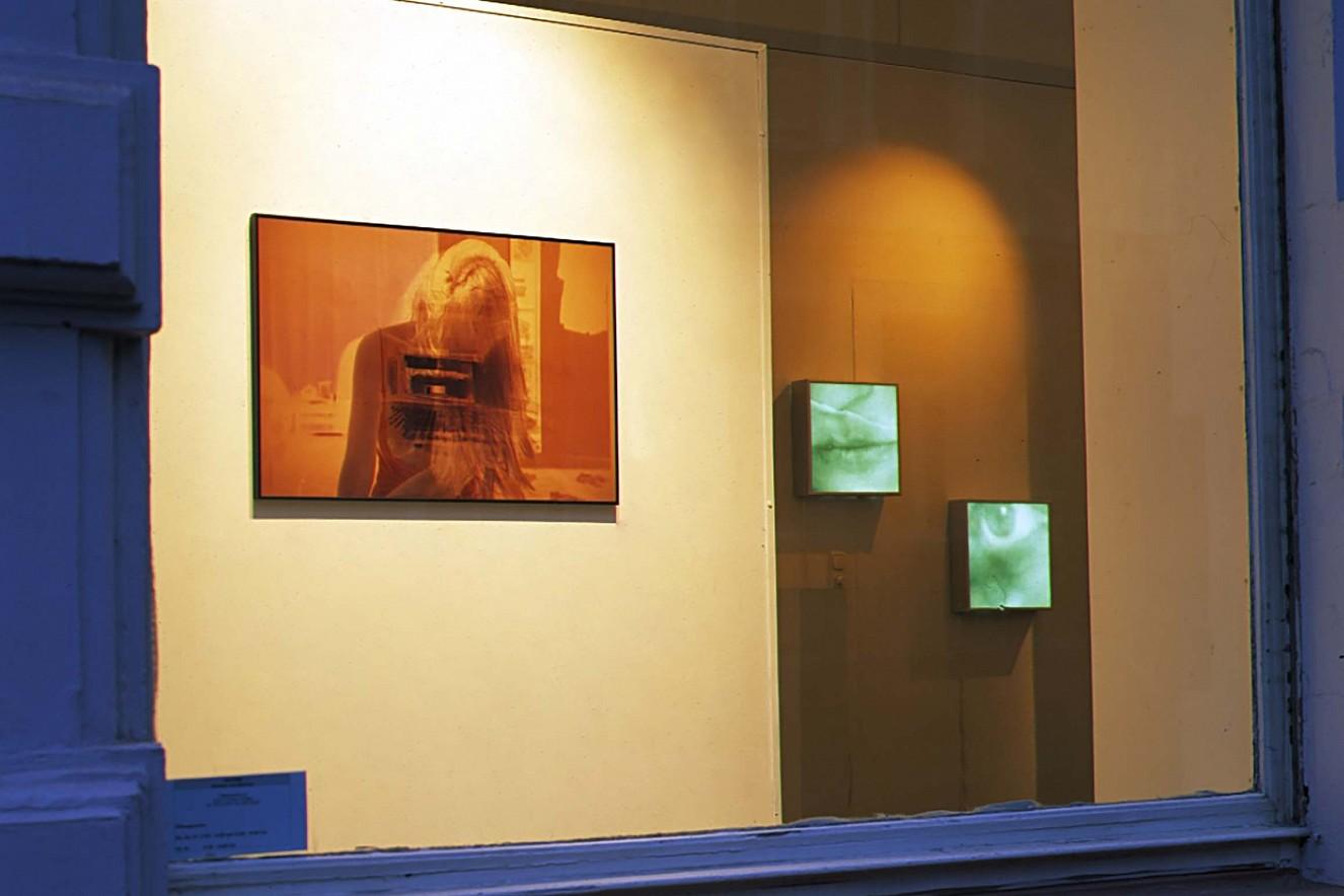 Auf-Bruch und Endroit (Auge, Mund) Farbfotografie unter Glas, 70x100 cm Fotos in Leuchtkästen, je 44x44 cm