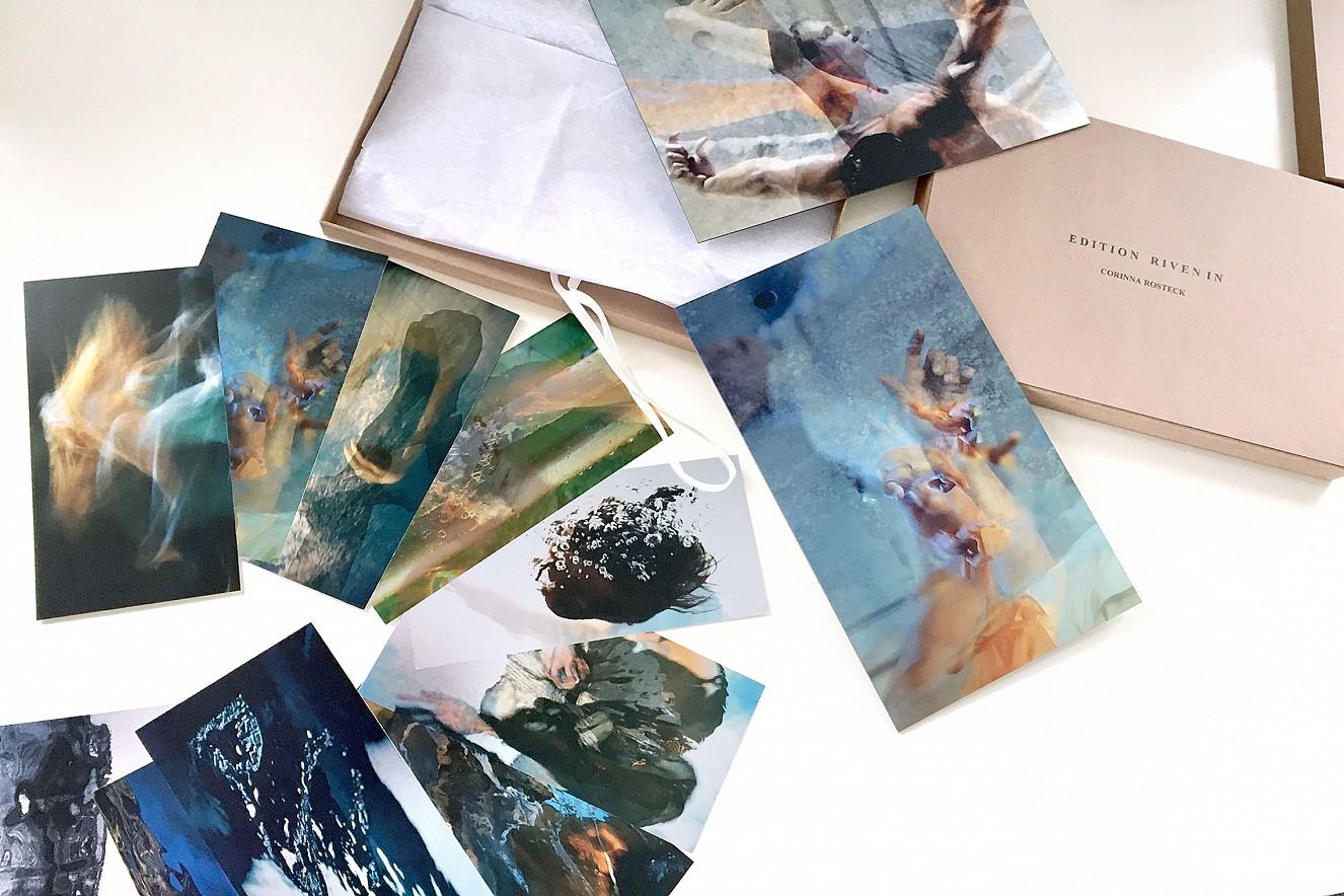 Postkartenedtion (10er) Set  und Riven in II, (Hands) und Riven in Shadow  29,7x21 cm, Fine Art Print Metallic on Aludibond