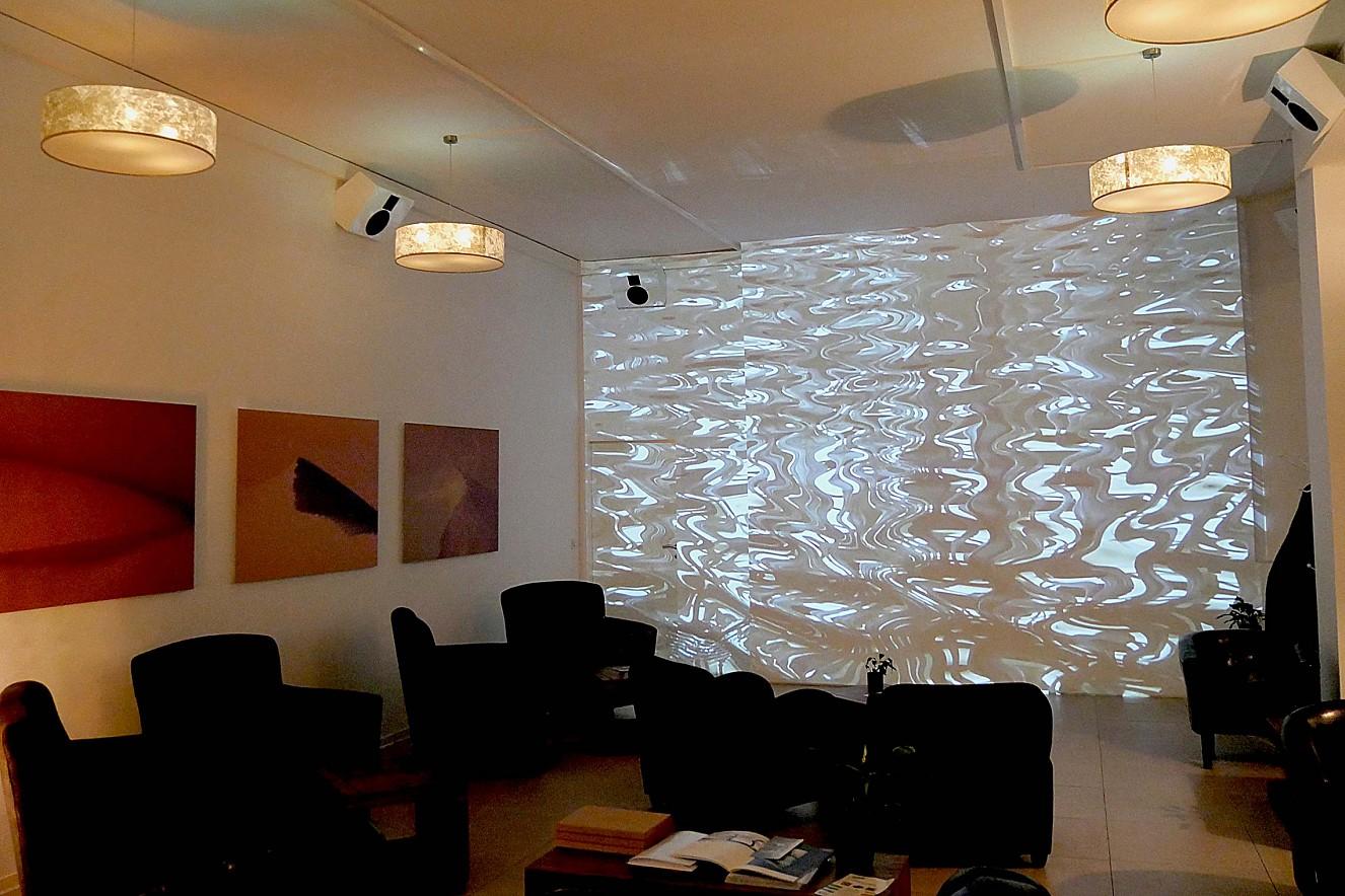 In Perpetuum - Silver Stream  3x6 m, Projektion und Fotoarbeiten   Haelthy Bar, Kurfürstendamm, Berlin