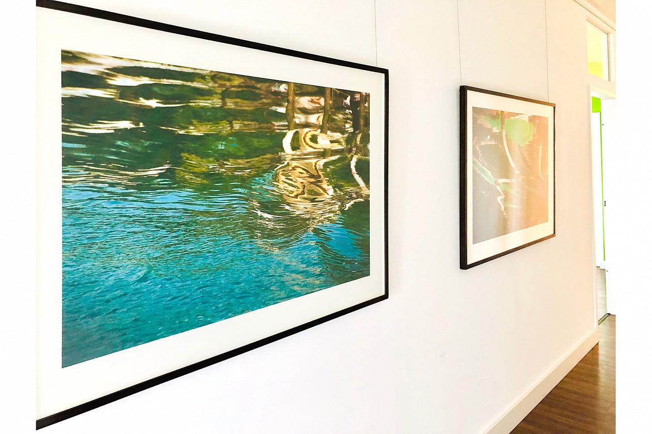 Lichte Wasser - Grado Spiegelungen  Iris Glicée Print auf Torchon, je 100x130 cm  Ausstellung Deutscher Fondsverband BVI, Berlin
