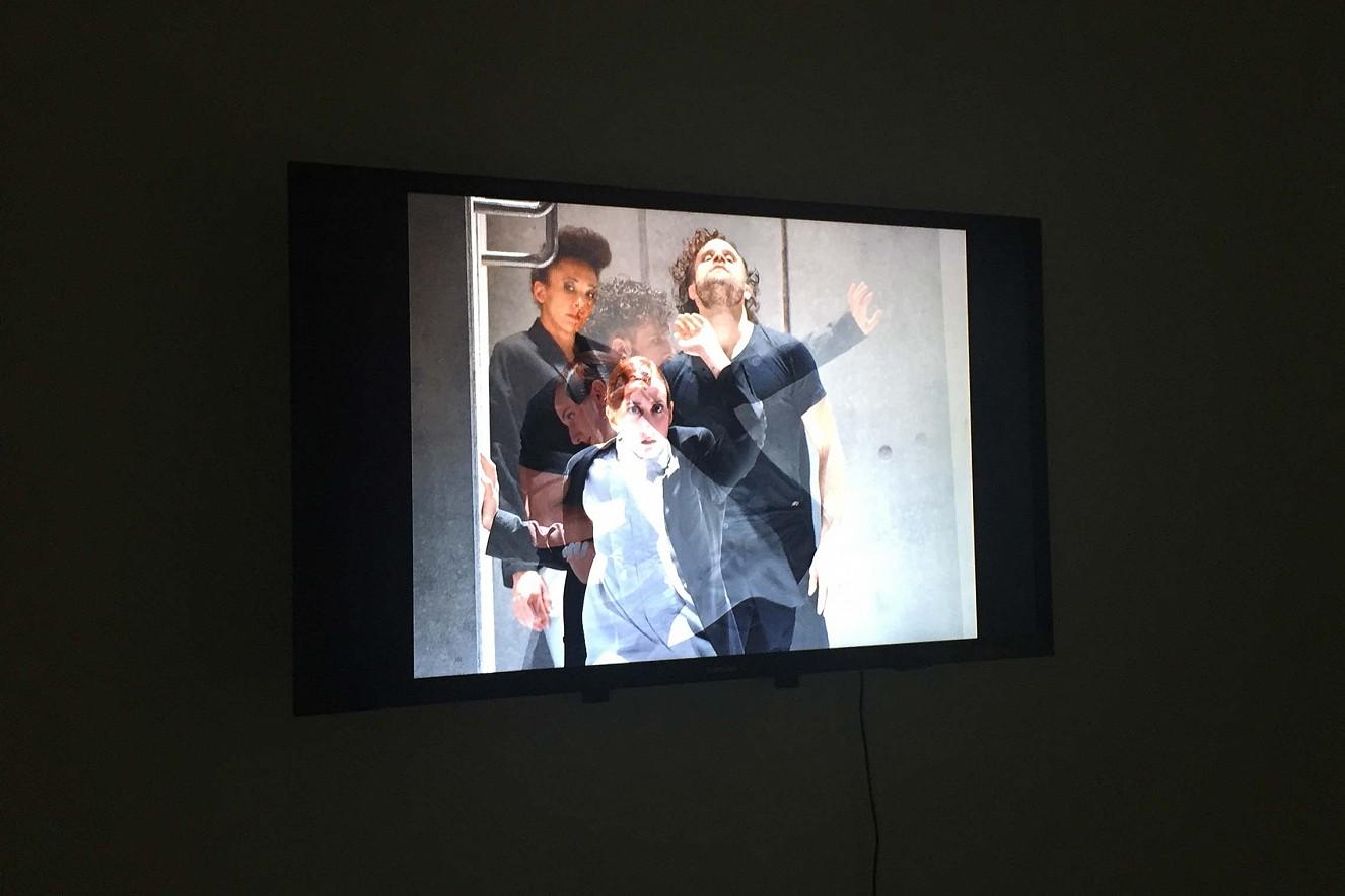 Videoinstallation Riven in Time  Tanzperformance Cree Barnett, Alessia Ruffolo  Galerie Karin Melchior, Kassel, 2019