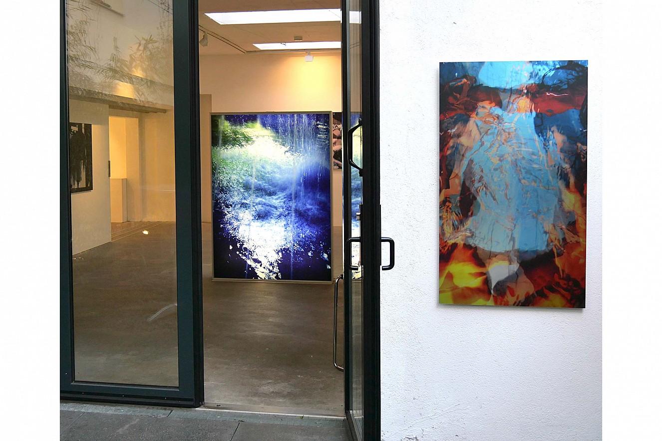 Spring und Macha Strings  176x130x14 cm and 110x 65 cm  Endura Translucent in Lightbox and  Fine Art Print Metallic auf Aludibond, Outdoor  Galerie Lausberg, Düsseldorfer Photoweekend
