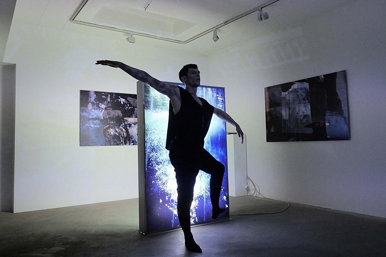 Spring  Foto in Lightbox und Tanz Paul Calderone   Galerie Lausberg, Düsseldorfer Photoweekend
