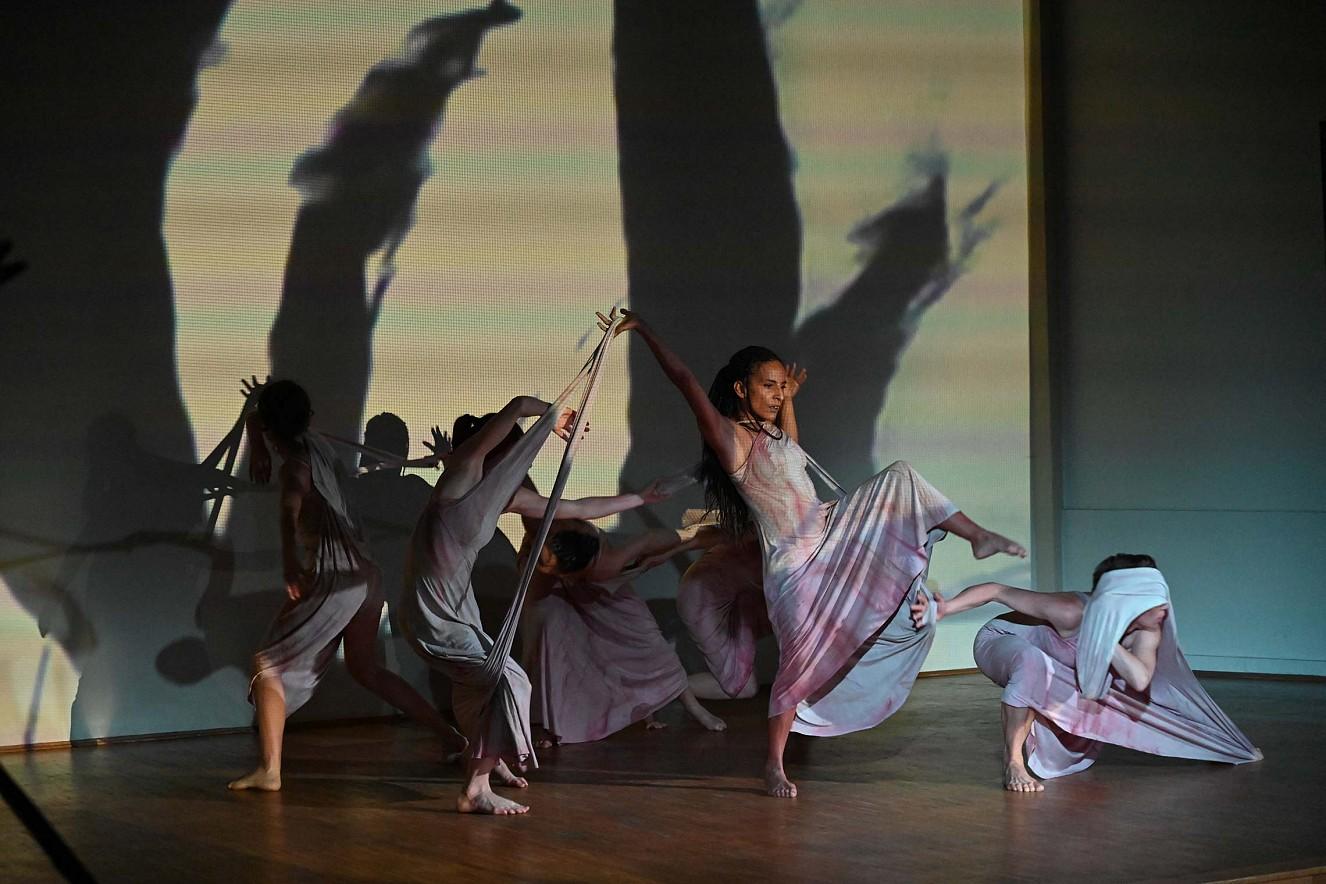 Riven in Time   Videoprojektion und Tanzperformance  Nikodemus Kirche, 48h Kulturfestival Berlin
