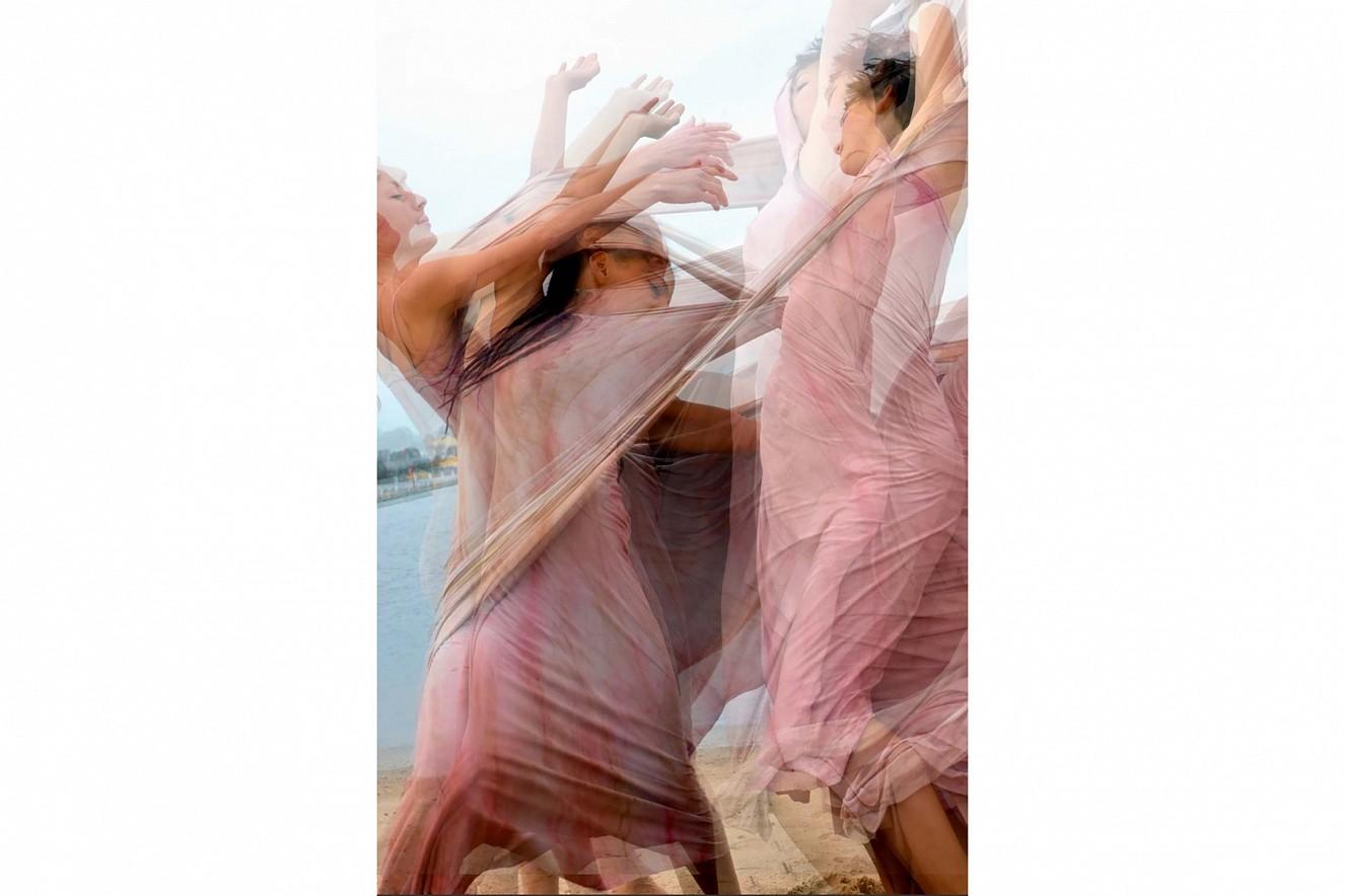 Detail Videoprojektion der Tanzcompagnie Puls'Art   Überblendung grossflächigf inszeniert,   Choreografin Macha Melanie, Montpellier