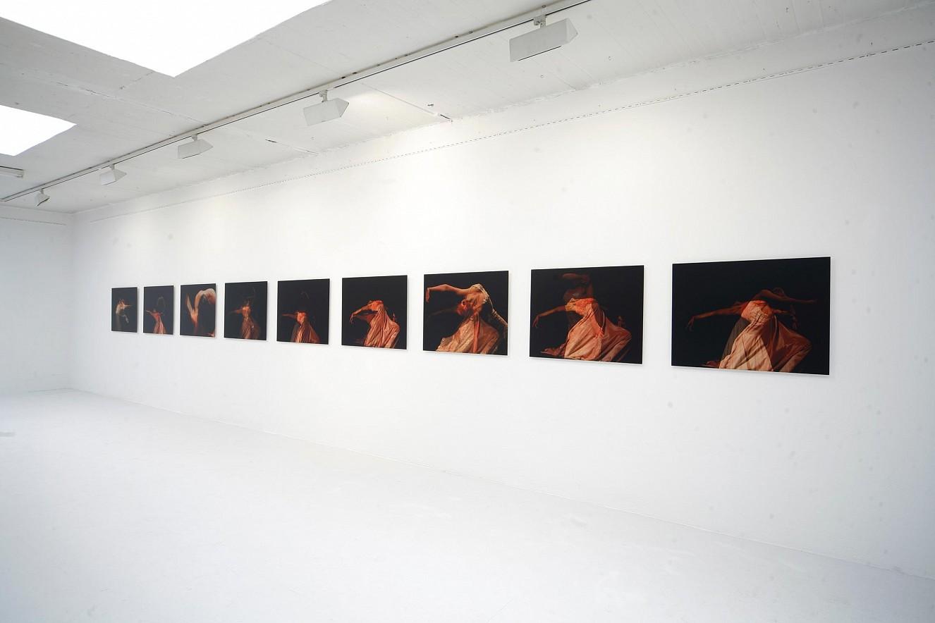 Seh(n)sucht- Dance Serie  Foto-Videoinstallation, each 70x90 cm  Frauenmuseum Bonn 2010/2019