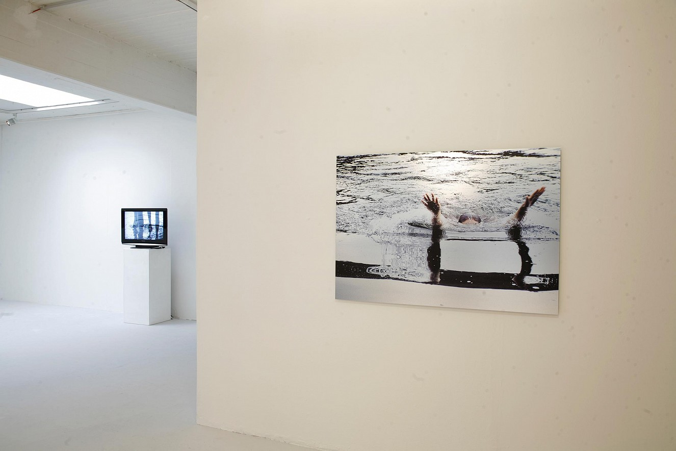 Seh(n)sucht  und Wake, Foto-und Videoinstallation  Frauenmuseum Bonn 2010/2019