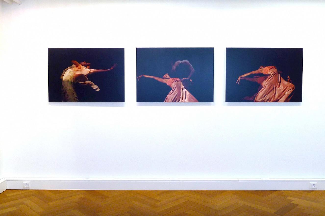 Seh(n)sucht- Dance, dreiteilig  je 70x90 cm, Chromira pearl on Aludibond  Hochheimer Kunstsammlung, 2014