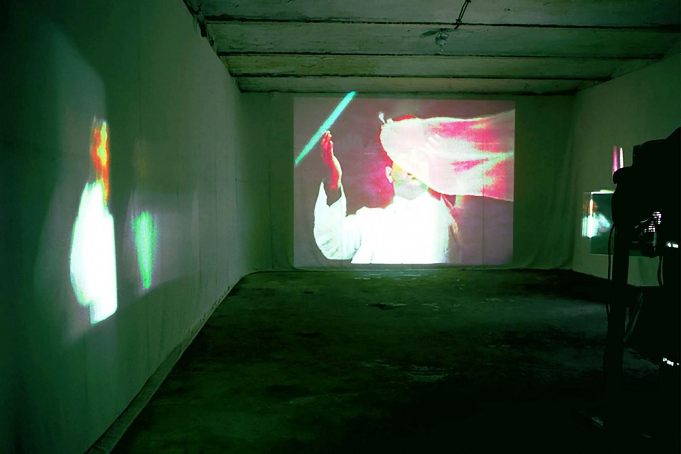 Back& Forth III  Videoinstallation, Spiegel und Drehmotor,  edit- Postproduction Messe, Ffm