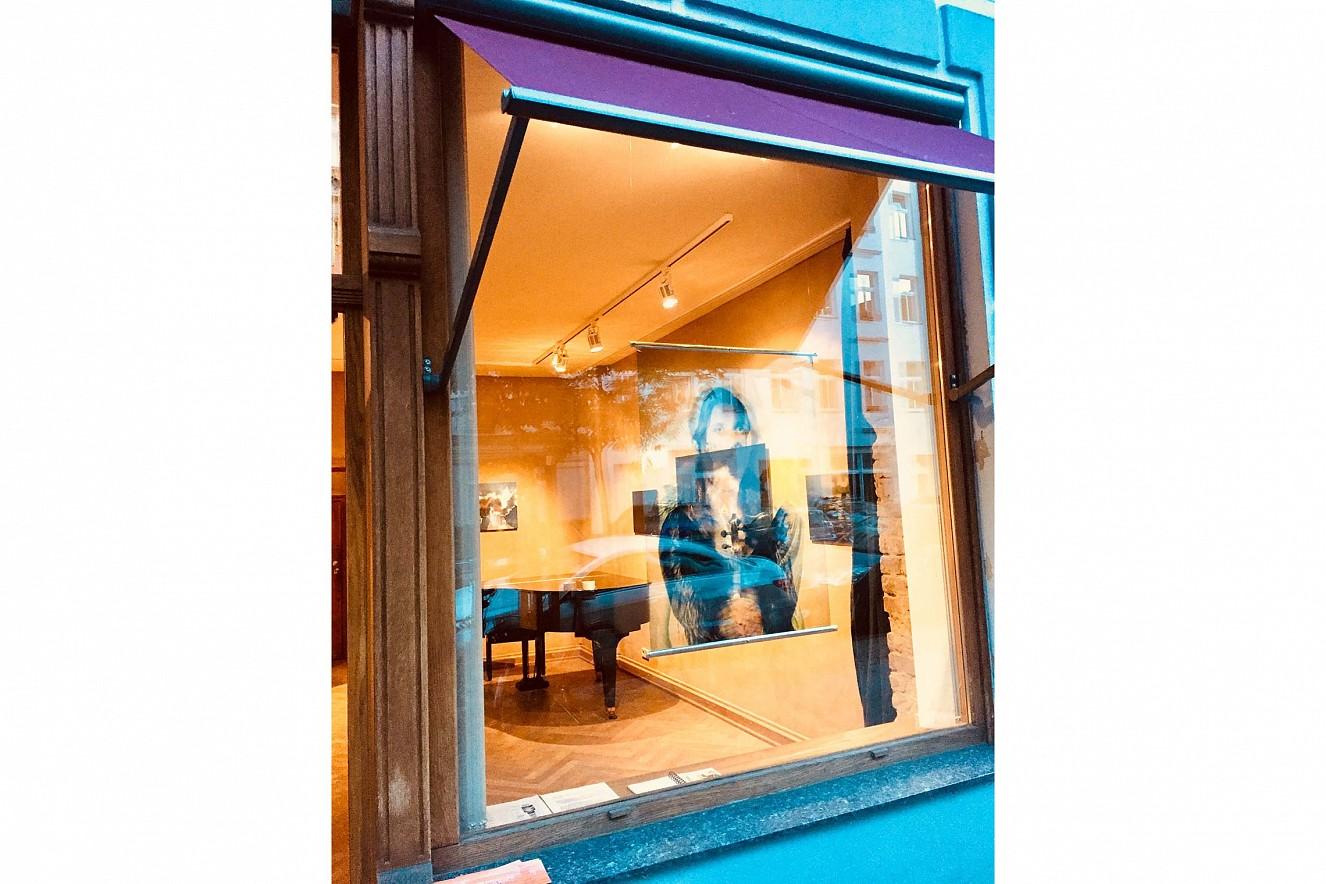 Double Jeu  Endura Translucent im Fenster, 100x70 cm   Ausstellung Galerie Gondwana, Berlin