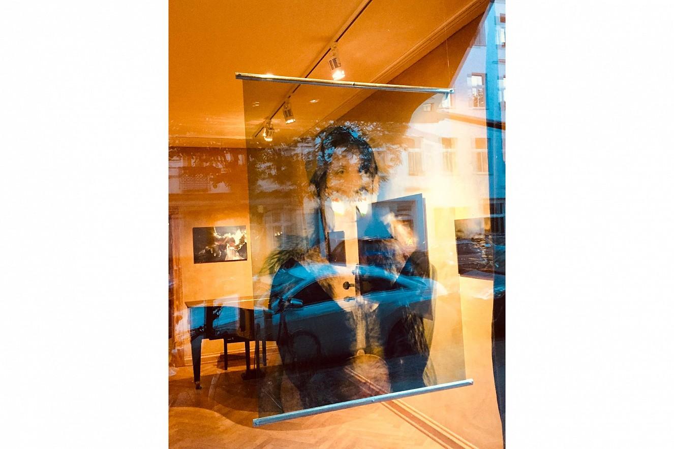 Double Jeu  Endura Translucent im Fenster, 70x100 cm   Ausstellung Galerie Gondwana, Berlin