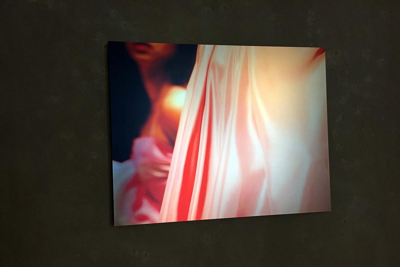 Red Dance - Seh(n)sucht  70x100 cm, Fine Art Print Metallic auf Aludibond  Ausstellung Galerie Gondwana, Berlin