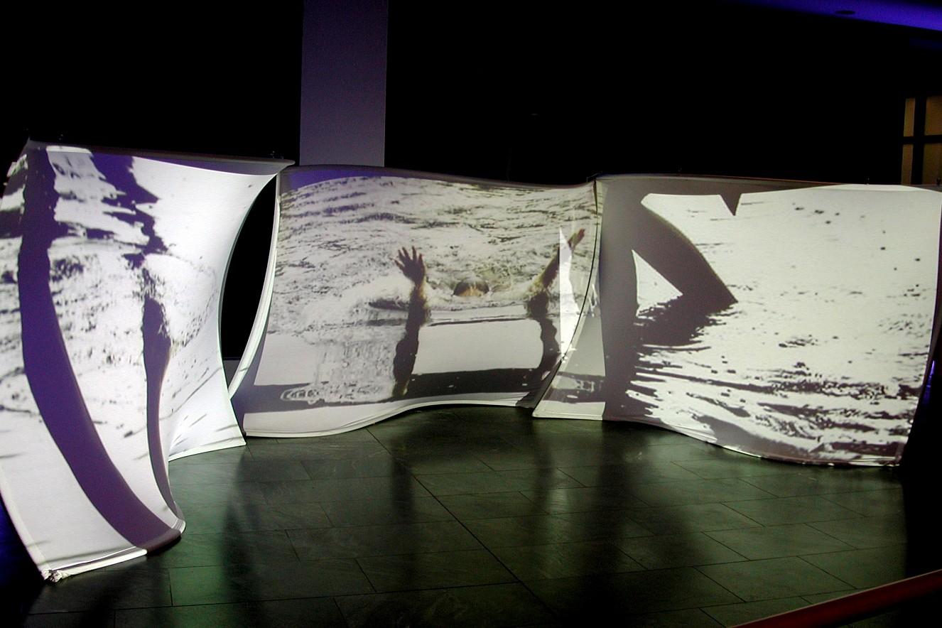 Whirl&Wake Videoprojektion auf Leinwände 200x250 cm, 2003, Vattenfall Foyer