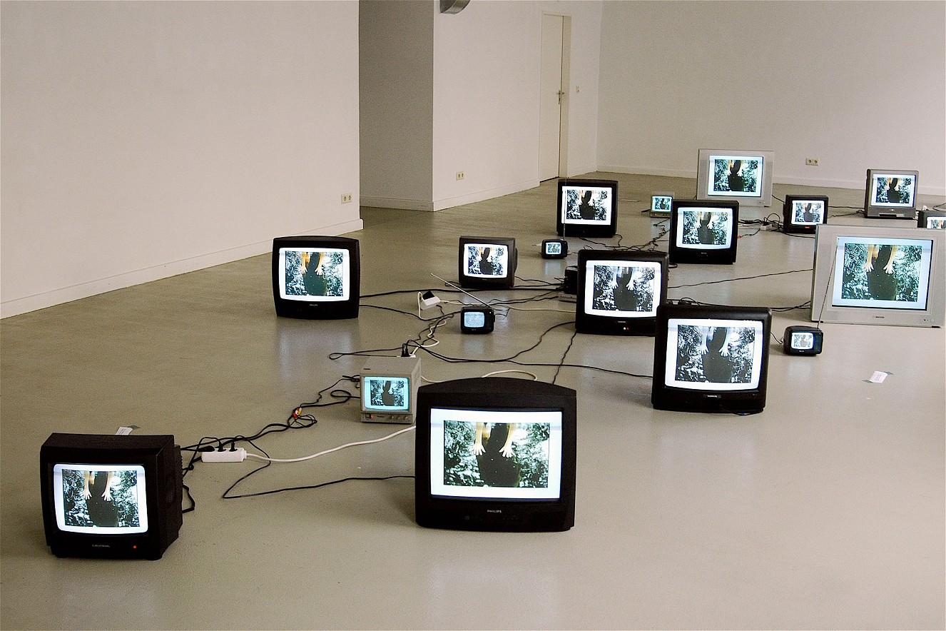 Whirl&Wake  Videoinstallation auf Monitoren  Galerie Nord, Berlin- Mitte und Marseille