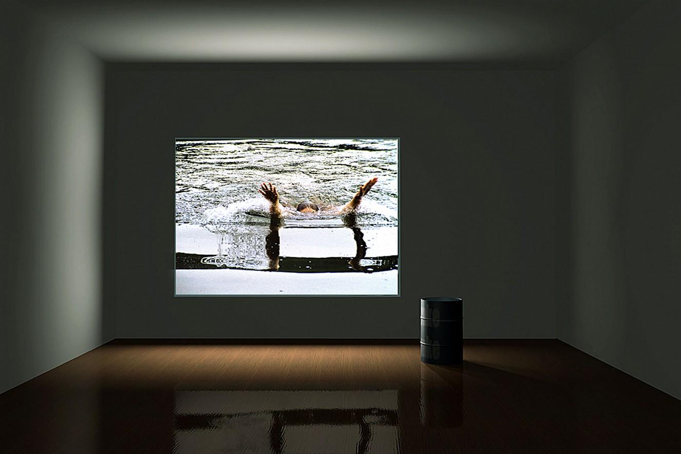 Whirl&Wake  Foto- und Videoinstallation, Lightbox 200x150 cm Nassauischer Kunstverein, Wiesbaden, 2001