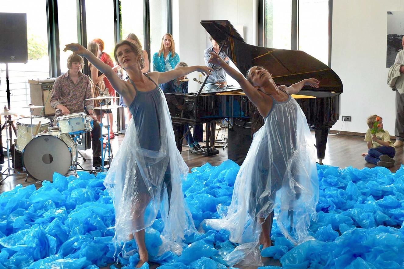 Eau Dich  Tanz und Performance, Compagnie PULS ART   M.Mélanie and K.Grenier, Bitteres Wasser