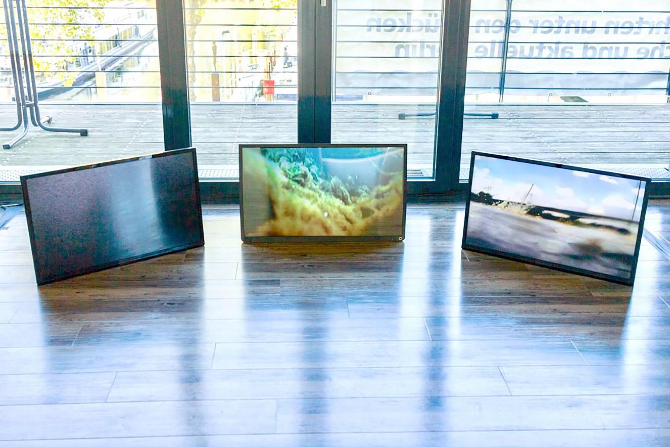 Riverine Zones  Videoinstallation auf Monitor von Philipp Geist Reederei Riedel, Werft Rummelburger Hafen