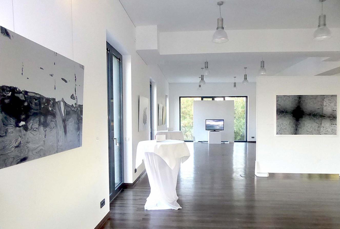Bitteres Wasser - Ausstellung  Corinna Rosteck, Roosevelt, Foto 90x130cm,   Carol Paquet, Wrap me in cold, Foto/Papier,