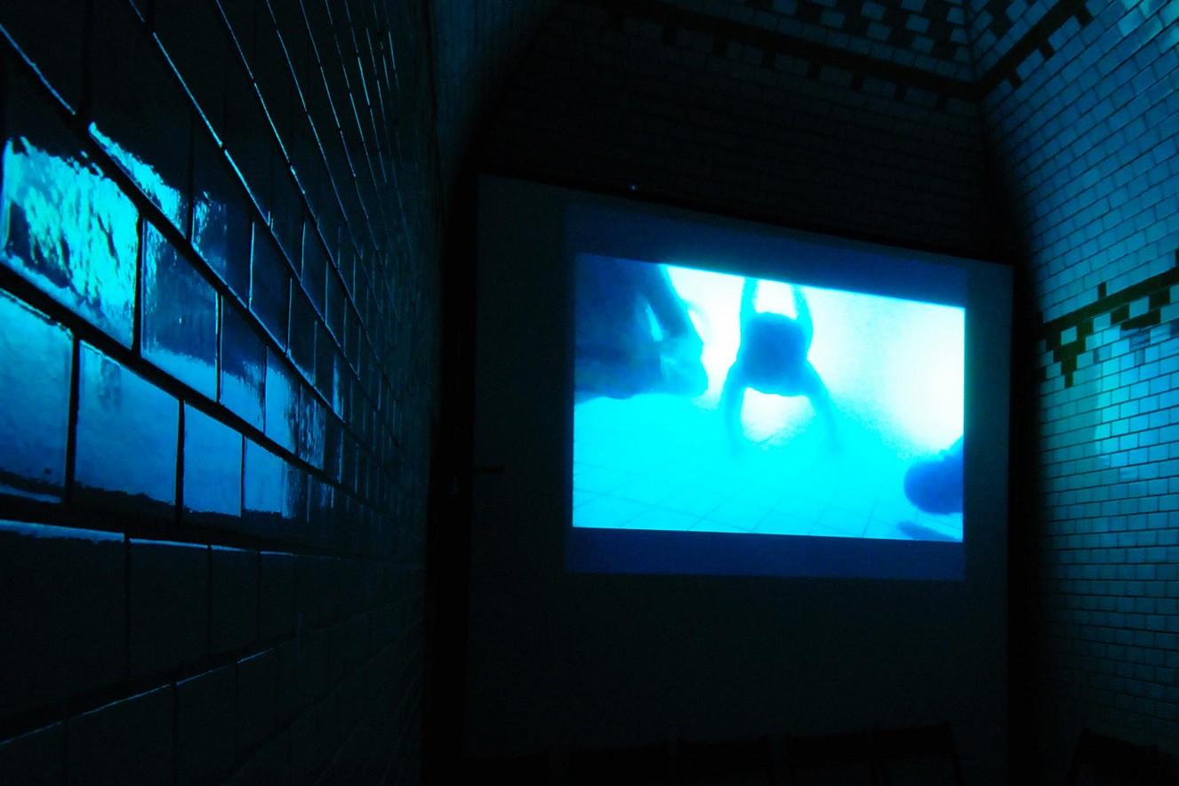Liquid Light  Videoprojektion, Soundinstallation  Stadtbad Steglitz, Berlin