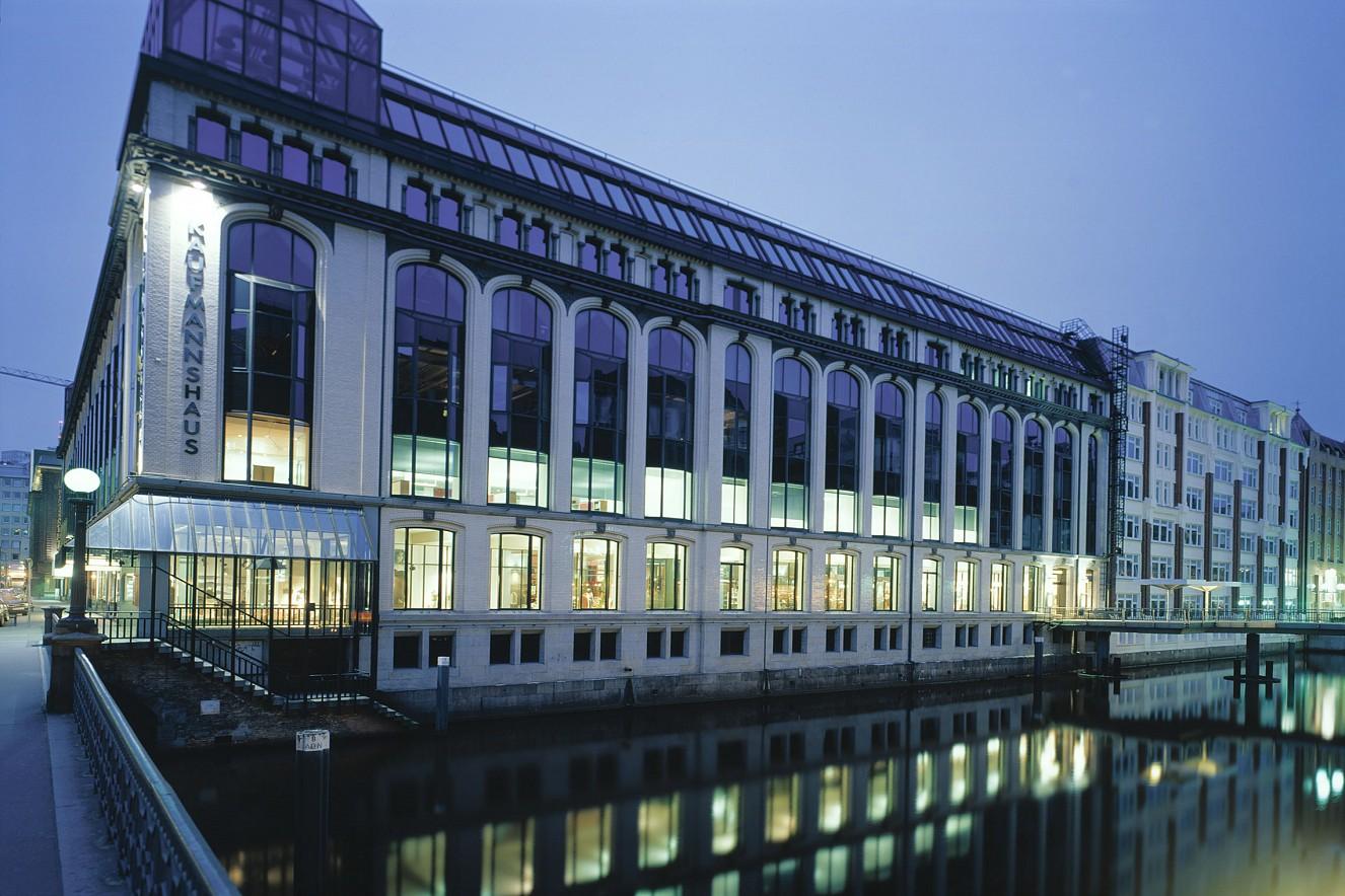 Accenture GmbH  Aussenfassade Bleichenbrücke  Hamburg, 2001
