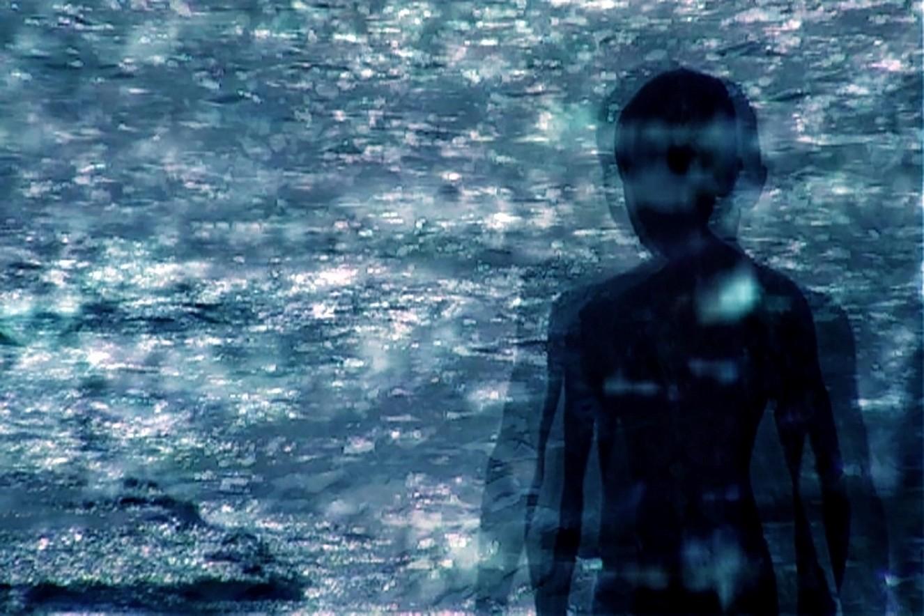 Circular- Trailer  Videostill on LED Screen 84\